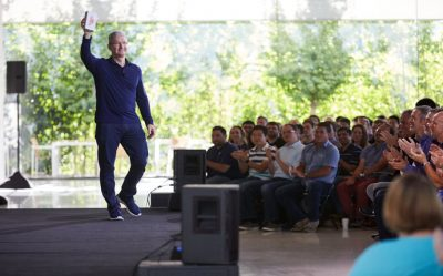 Apple 1 Milyar iPhone Sattı
