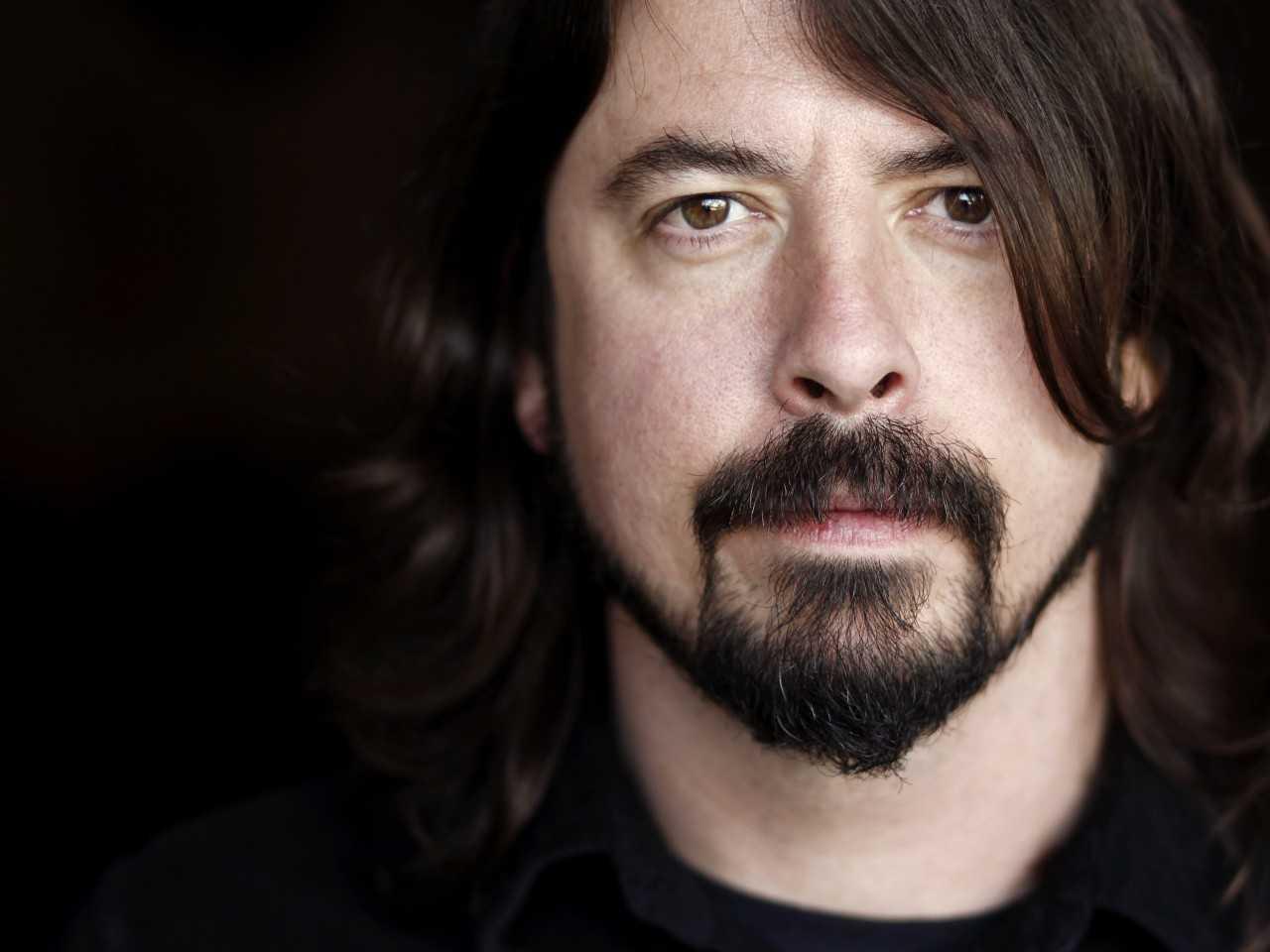 Foo Fighters Vokali Dave Grohl Sahnede Ayağını Kırdı Konsere Devam Etti
