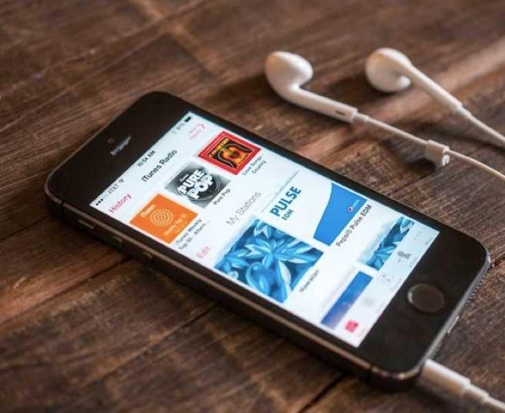 Apple, Ücretsiz iTunes Radio'yu Kapatıyor