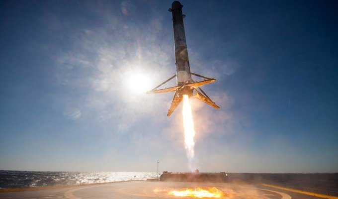 Falcon 9 Roketinin İniş Anını 360 Derece İzleyin!
