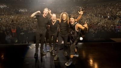Oturarak Rock Konseri Seyretmek ve Apple