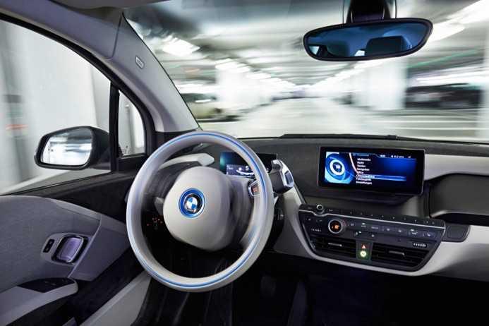 Sürücüsüz Otomobillere Doğru: BMW Tarih Verdi!