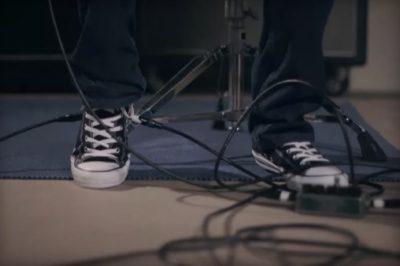 Gitar Fişi Bağlanıp Wah Efekti Çıkarılabilen Converse [İzle]