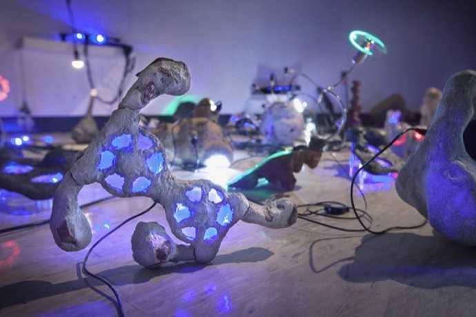 """Katherine Behar'dan Teknolojiyle Sanatı Buluşturan Sergi: """"Veri Girişi"""""""