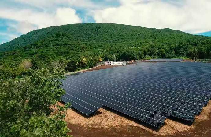 Bu Adanın Elektrik İhtiyacını Tamamen Tesla Karşılıyor