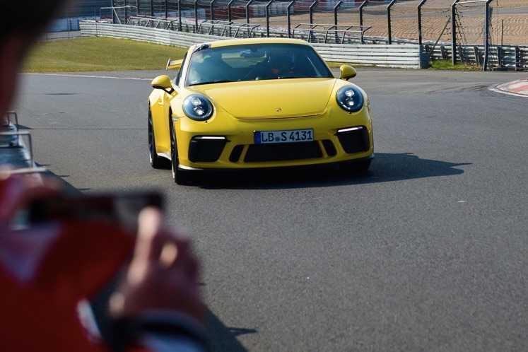 Yeni Porsche 911 GT3 Rekorları Alt Üst Etti!