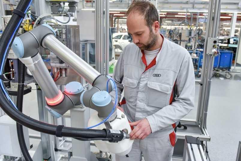 Audi'nin Robot Personeli KLARA İş Başı Yapıyor
