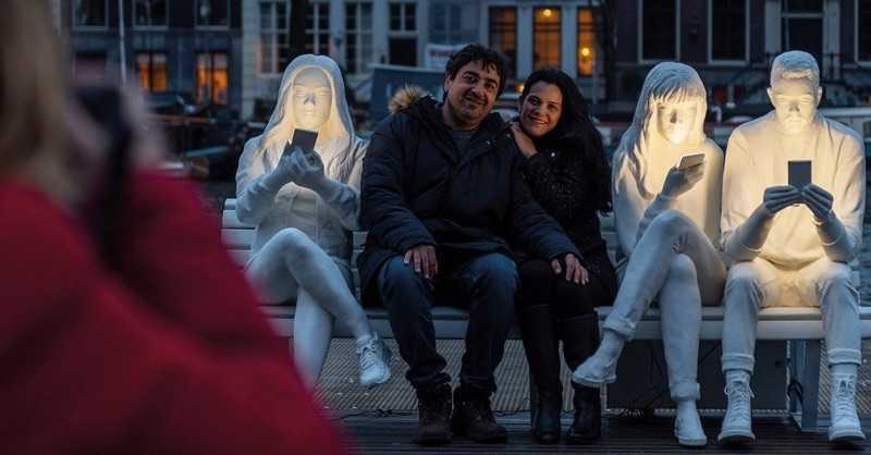 Dijital teknolojiye 'ışıkla' eleştiri: Amsterdam Absorbed by Light Festivali