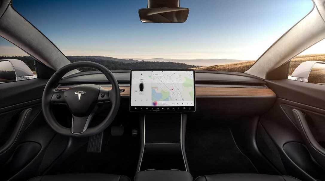 Tesla araçlara görüntülü görüşme özelliği geliyor