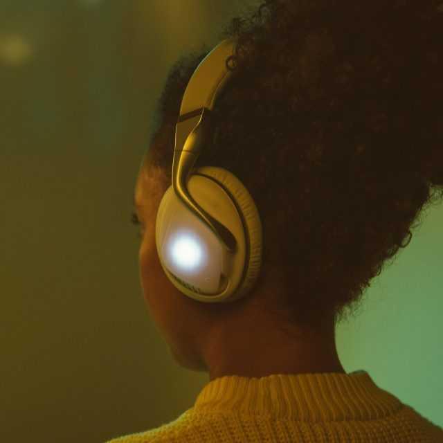 IRIS Flow kulaklıklar dinleme deneyimini geliştirmek için algoritmaları kullanıyor